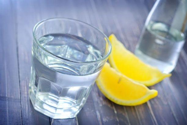 стакан с теплой водой