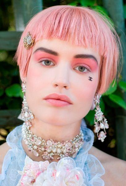 Как покрасить волосы в розовый цвет в домашних условиях?