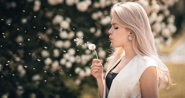 blondinka-seksualnie-i-krasivie-volosi-2015-111