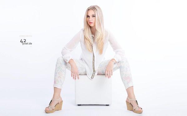 blondinka-seksualnie-i-krasivie-volosi-2015-13