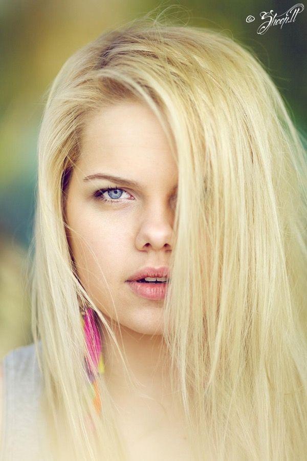 blondinka-seksualnie-i-krasivie-volosi-2015-17