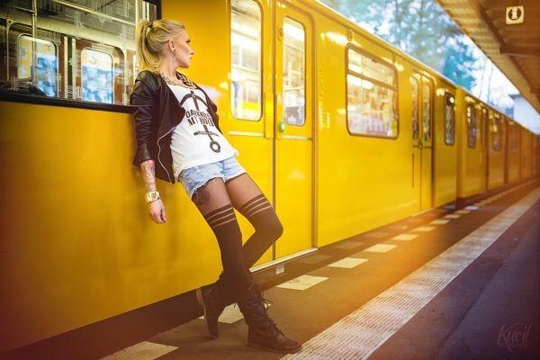 blondinka-seksualnie-i-krasivie-volosi-2015-28