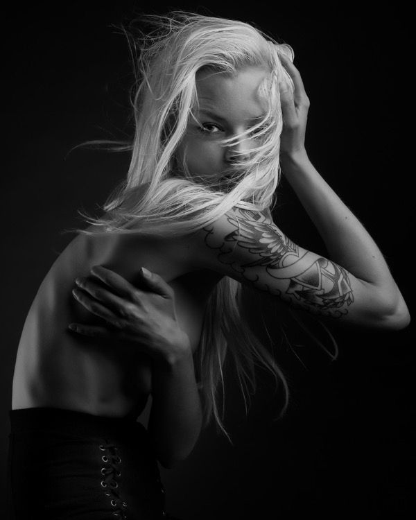 blondinka-seksualnie-i-krasivie-volosi-2015-37