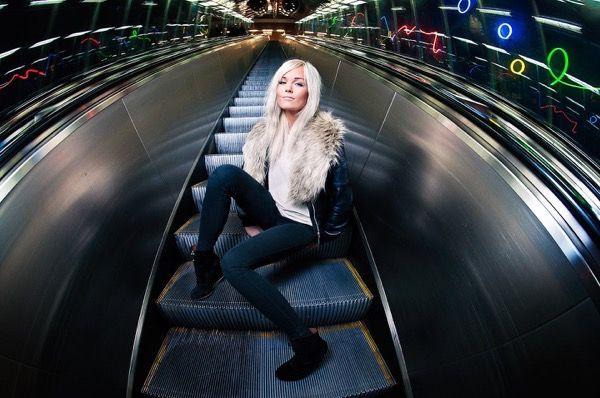 blondinka-seksualnie-i-krasivie-volosi-2015-43