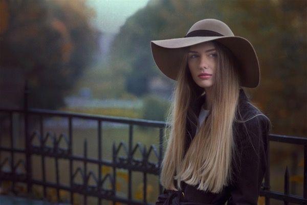 blondinka-seksualnie-i-krasivie-volosi-2015-44