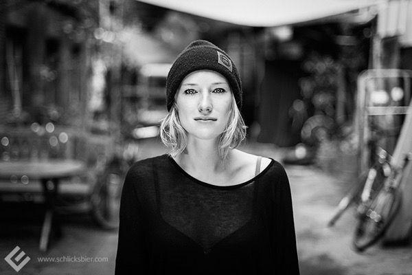 blondinka-seksualnie-i-krasivie-volosi-2015-79
