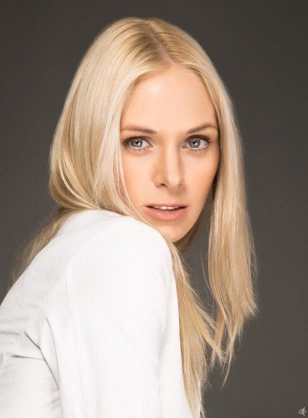 blondinka-seksualnie-i-krasivie-volosi-2015-80