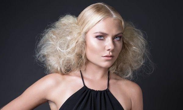 blondinka-seksualnie-i-krasivie-volosi-2015-83