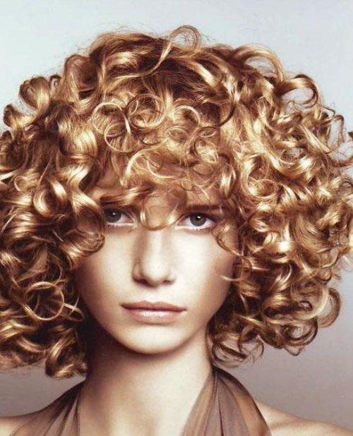 Лечение KIS прекрасно сочетается с любым видом химической завивки, надежно защищает волосы и дает возможность получать прекрасный результат даже на сильно