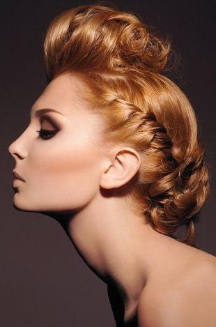 Как сделать простую вечернюю прическу на короткие или средние волосы.