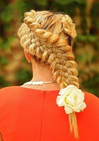 Коса из 5 прядей с цветком