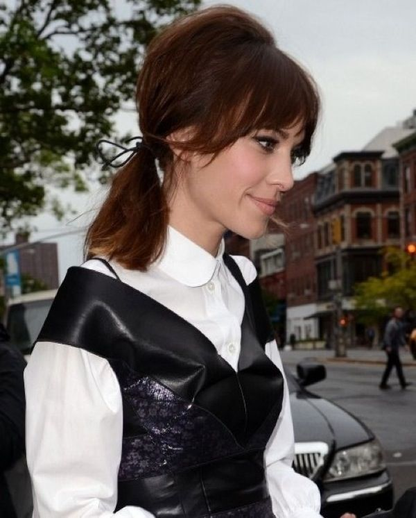 Alexa-Chung-Hairstyles-Easy-ponytail-for-Long-Hair