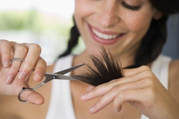 Подстригаем кончики волос самостоятельно