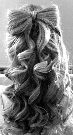 Прическа бант на полураспущенных волосах