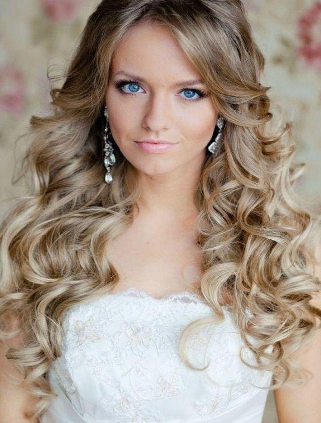 Какой бы ни была свадебная прическа, она ваш образ должна украшать. Если у вас густые струящиеся волосы, их нужно убрать в плетение, оставив несколько