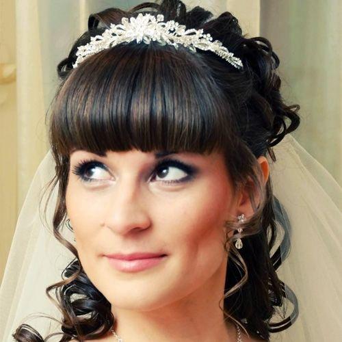 Прически на свадьбу – обзор вариантов с челкой