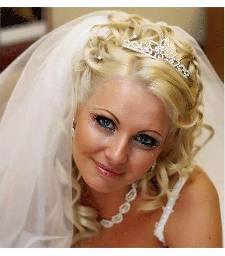 Свадебные прически с диадемой фото