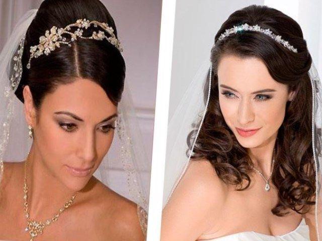 Выбирая аксессуар, которым будет украшена свадебная прическа, стоит учитывать стиль свадьбы из самого платья. Например, актуальный на сегодняшний день