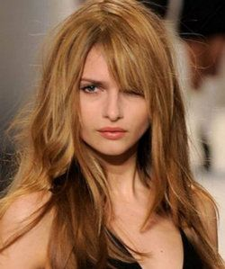 «Рваная» стрижка на длинных волосах