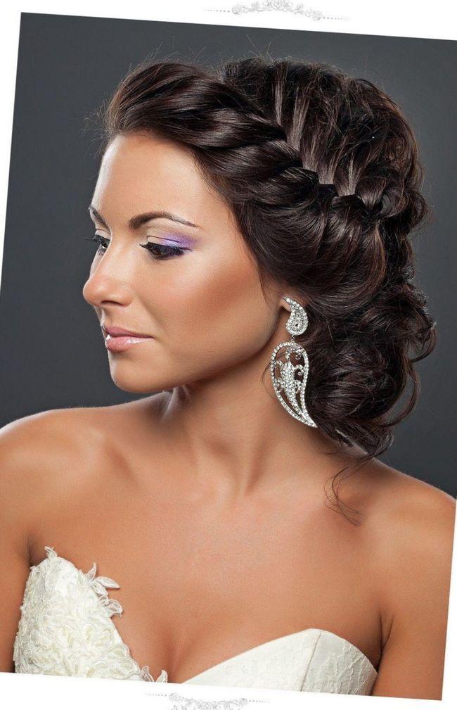 Есть много вариантов таких причесок, и каждый из них по-своему очарователен. Например, Афродита любила носить длинные распущенные волосы, которые ложились