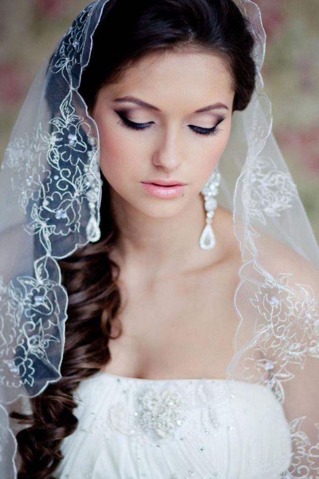 Нужно как следует продумать каждую мелочь. Конечно, самым важным для невесты естественно после жениха является платье. Ведь свадебное платье делает девушку