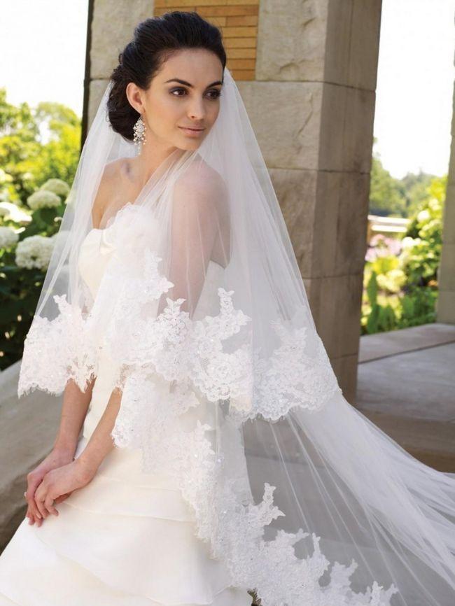 свадебные прически с фатой испанкой. Для неформального свадебного торжества можно сделать выбор в пользу длины до локтя.