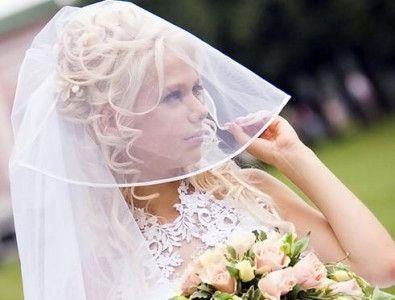 свадебные прически под фату фото