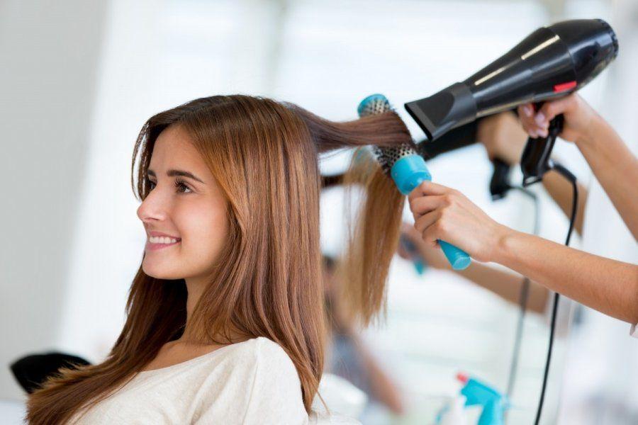 Техника выпрямления волос феном