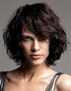 Выбор модной стрижки для вьющихся волос