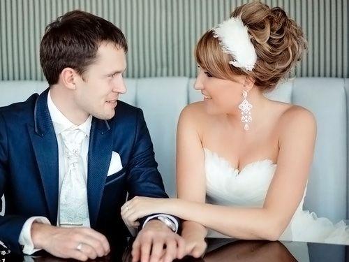 высокая свадебная прическа с повязкой