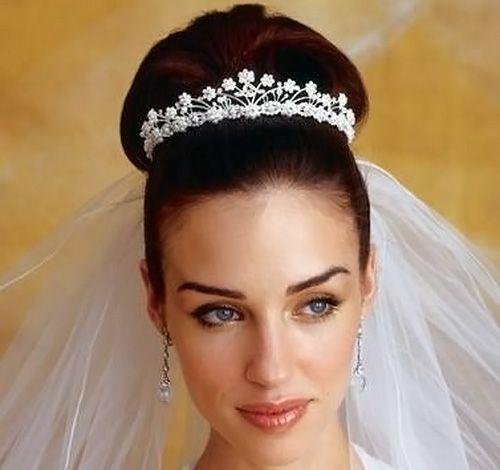 красивая высокая прическа невесты