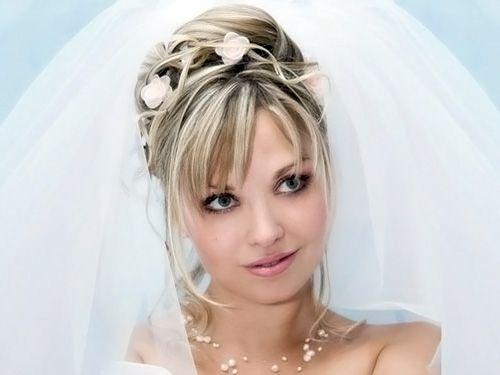 высокая свадебная прическа под фатой